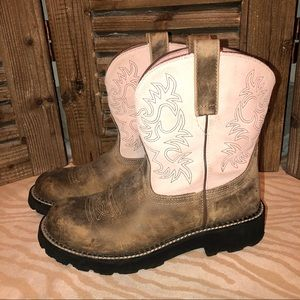 Ariat Fatbaby boots , great condition. Pale pink.